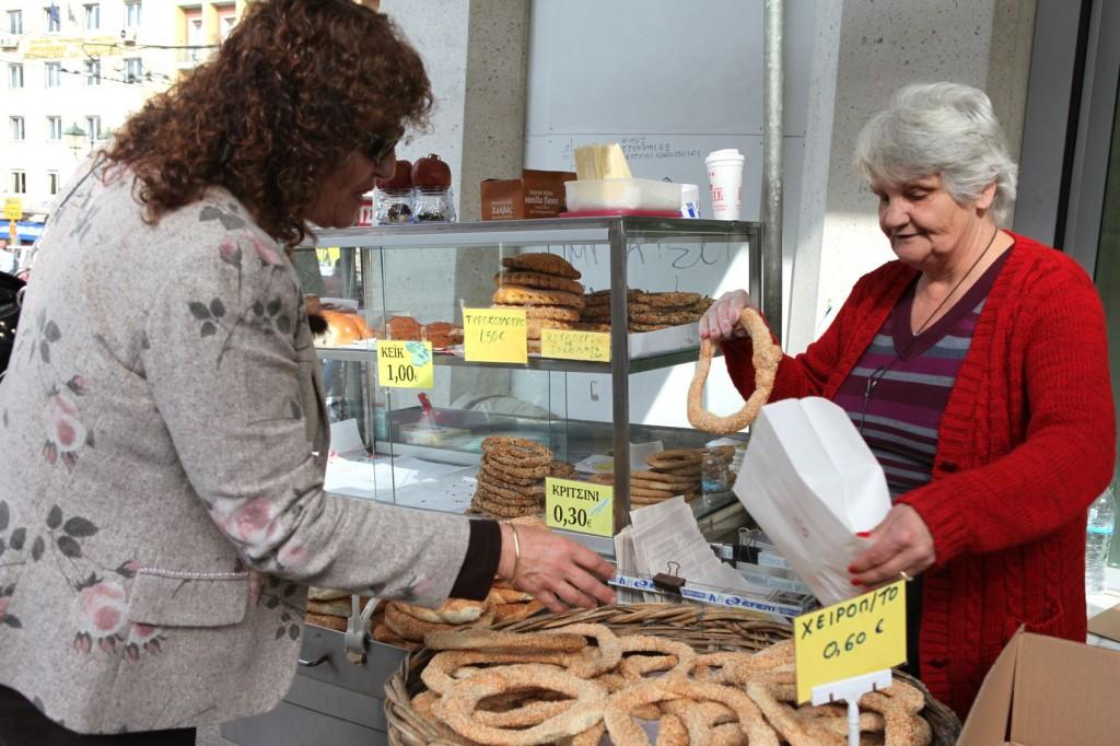 Tasting the famous Greek koulouri