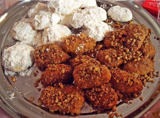 Yummy greek christmas sweets recipes athens walking tours greek melomakarona and kourampiedes on the christmas table forumfinder Gallery