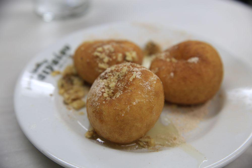 Athens food tour: Delicious loukoumades
