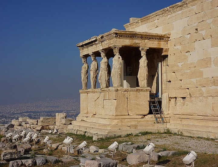 Virtual Live Guided Tour: the Acropolis of Athens